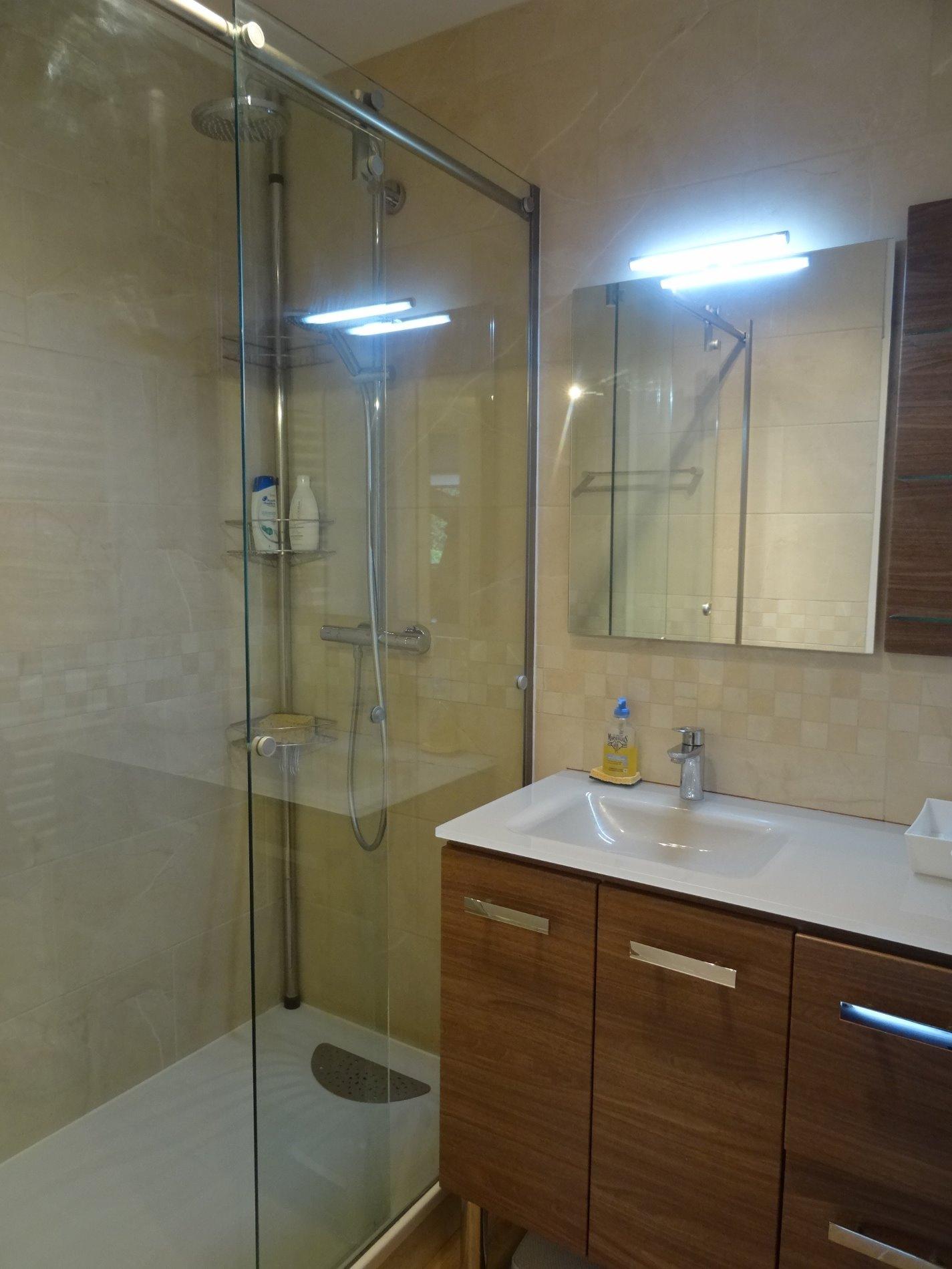 location meudon monoprix 2 pieces meuble 48m 1095 cc. Black Bedroom Furniture Sets. Home Design Ideas